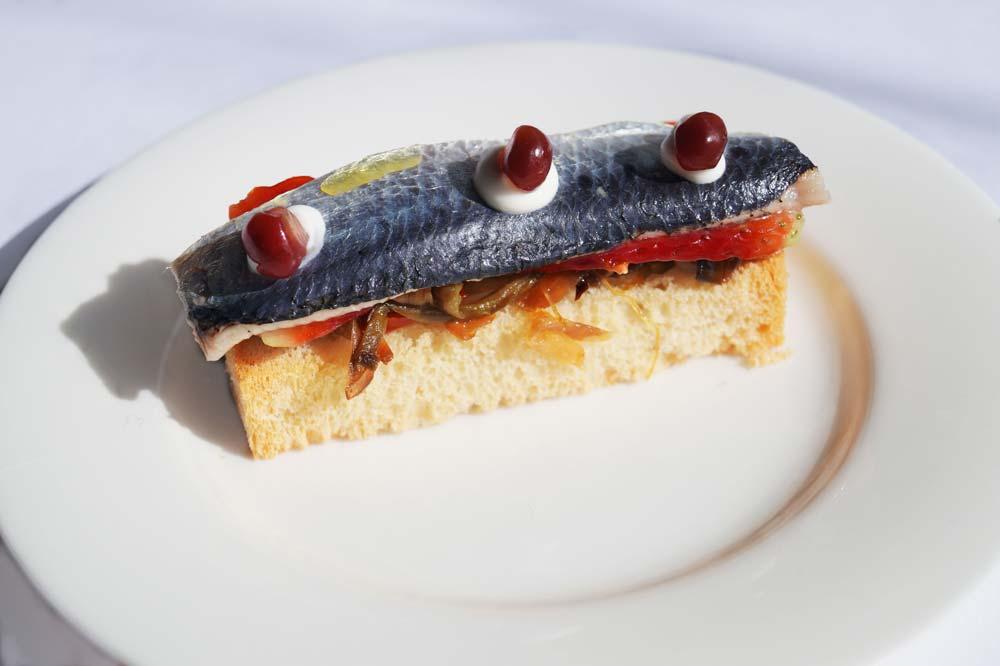 Sardine und Erdbeeren