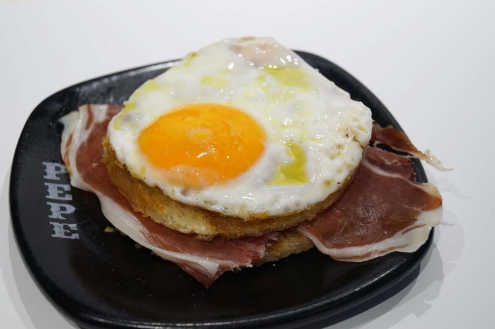 Toastbrot mit Schinken und Ei