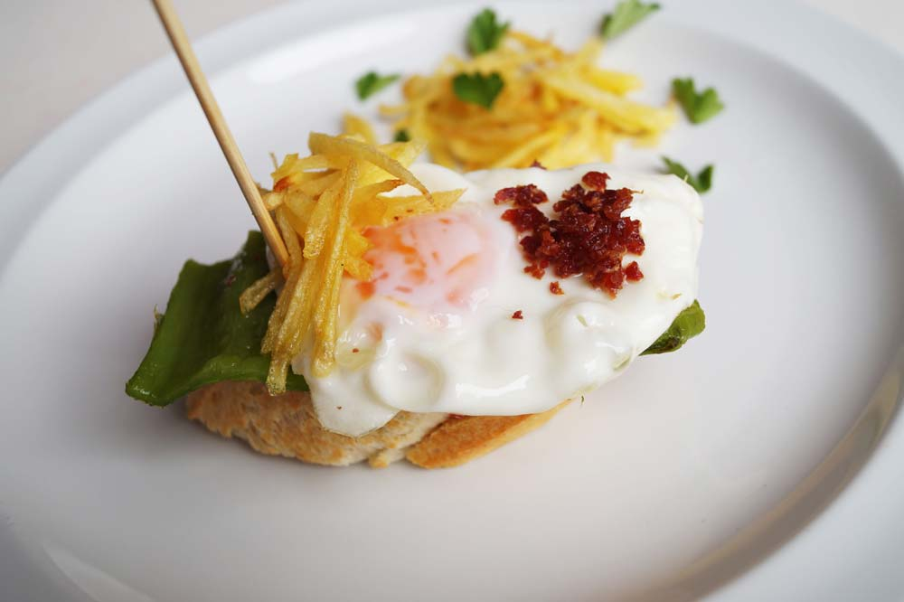 Eggs with crisps